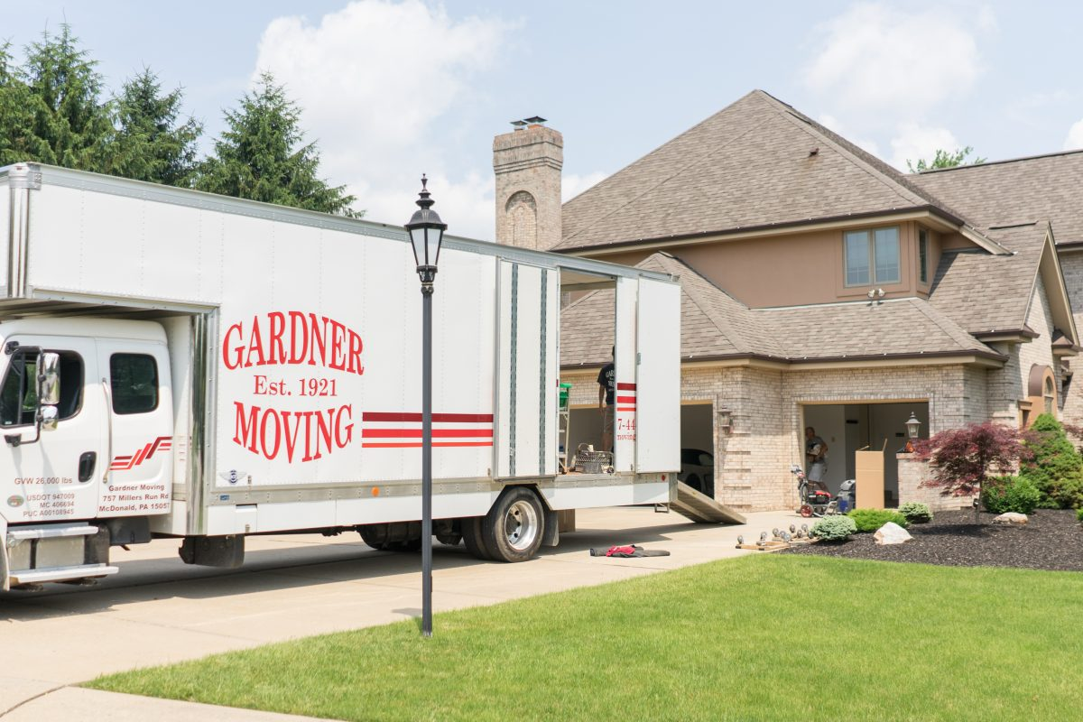 How Early Should I Book Movers?